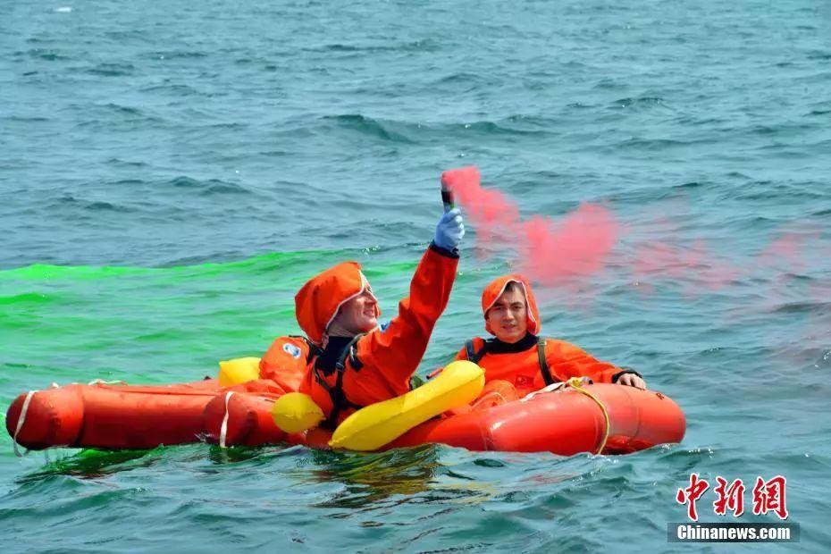 ▲资料图片:2017年8月,中欧航天员首次海上救生训练在山东省烟台市附近海域圆满完成。(中新网)