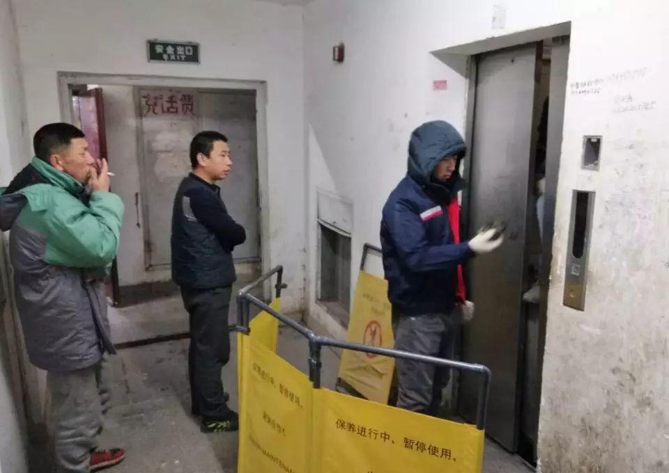 长春东湾半岛四区高层电梯坏一个半月!300户居