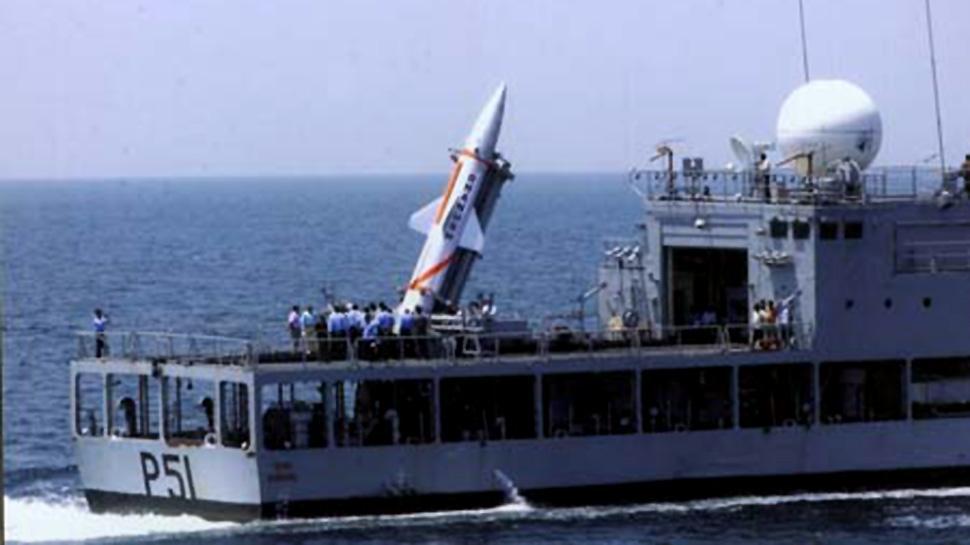 """印度成功试射""""丹努什""""巡航导弹"""