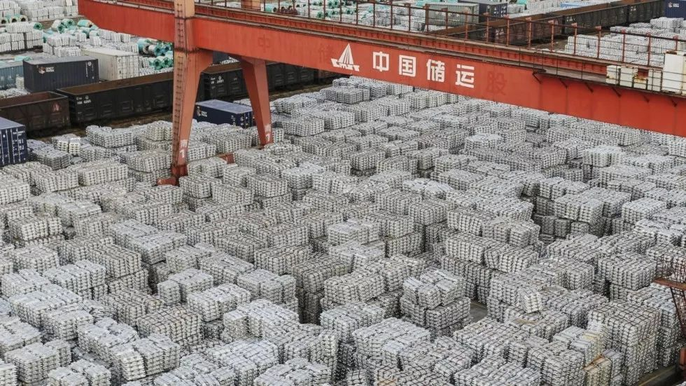 ▲中国江苏无锡一处仓库存放的出口铝制品(科尔比斯图像)