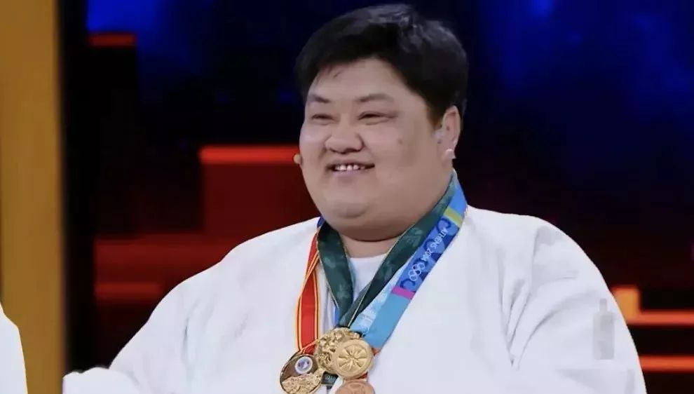 他是获女柔道冠军最多男人:16年陪练被摔284万次