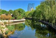 人民公园 用美景告别春天