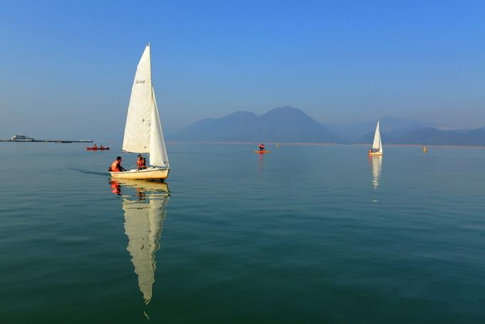 平湖帆影  摄影:陈雪君