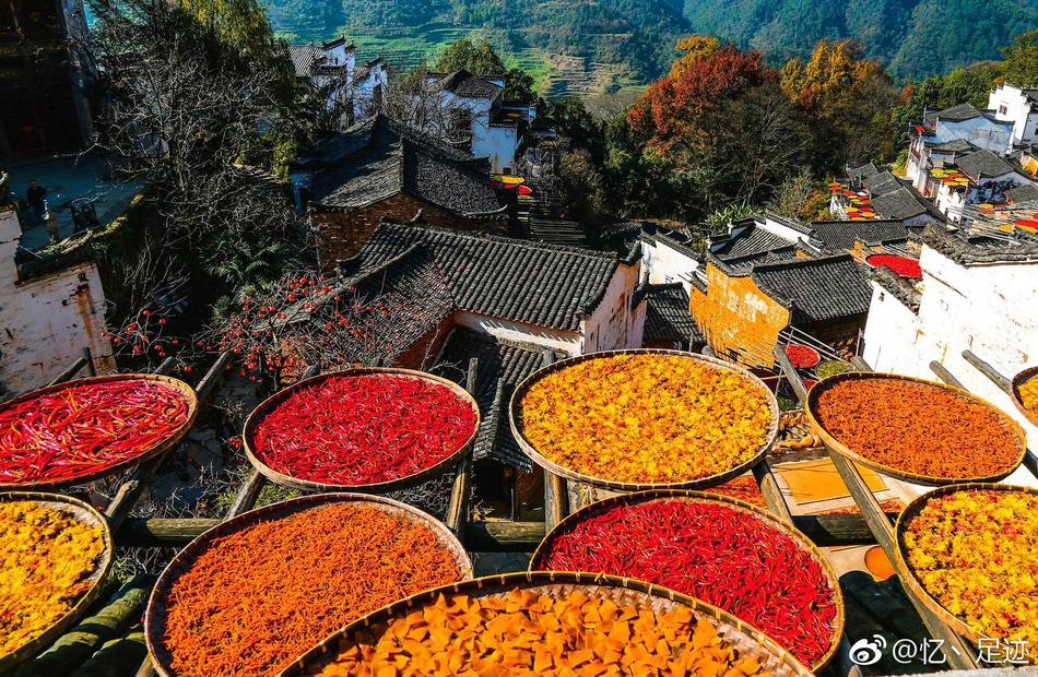 秋天的婺源,一副色彩浓郁的油画