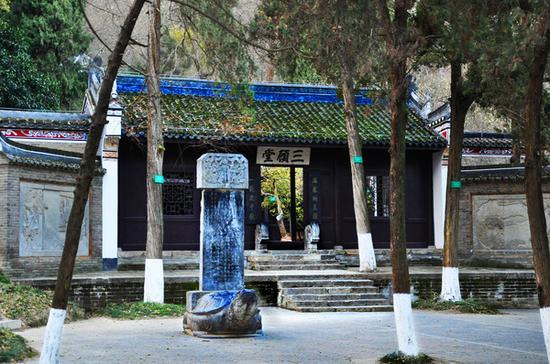 三顾堂,彰显了人们对刘备礼贤下士精神的赞扬和对诸葛亮聪明才智的崇敬。