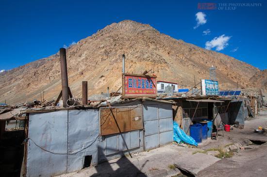 新藏线上的破房子 被视为生命救护站