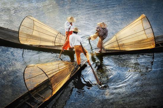 吃喝玩乐购都在水上,和尚化缘靠划船-遇见旅行