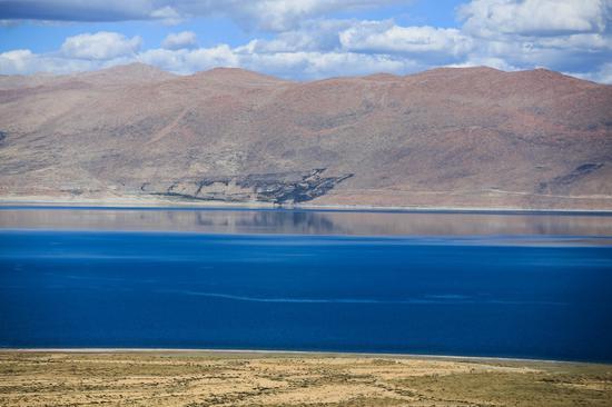 它是日喀则地区最大的湖泊 美如仙境