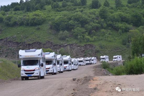 房车万里行车队离开驻地奥伦布坎营地