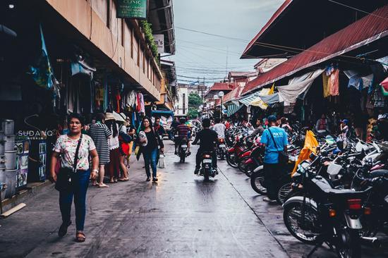 菲律宾集市 鸡蛋8毛钱,猪肉受欢迎 当地人喜欢成龙和吴京