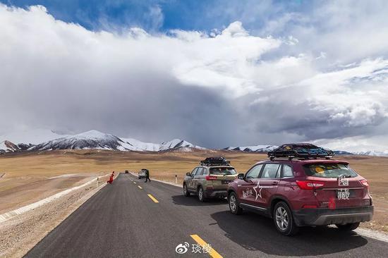 老司机也不敢轻易挑战的新藏线上  有一个绝美却又鲜为人知的圣湖