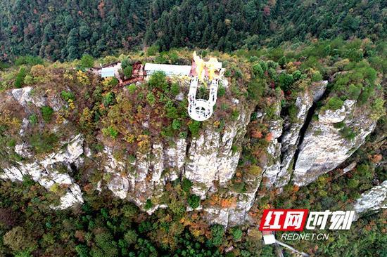 位于溆浦穿岩山旅游景区内的怀化首个UFO悬空玻璃观景平台。