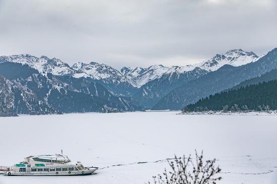 通往天山天池的水晶宫殿 藏在大山褶皱里的冰雪奇观
