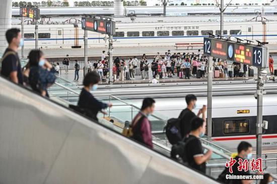 全国铁路连续6天发送旅客超千万 道路交通陆续迎来返程高峰