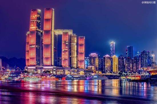 重庆网红新地标 雄踞两江交汇处
