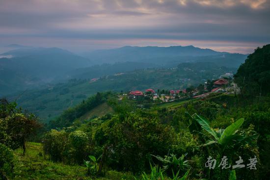 """泰国北部有一个""""云南村"""",风景堪比元阳梯田"""