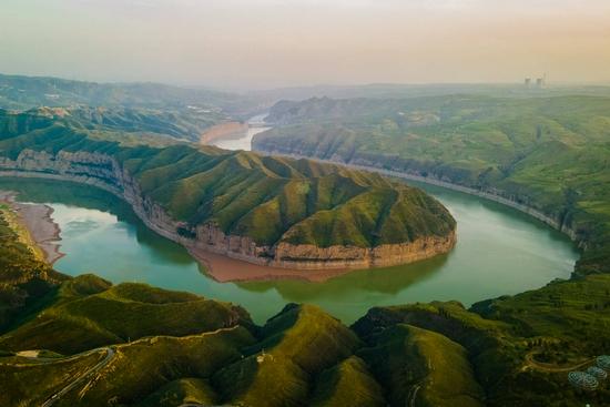 黄河入晋与长城握手,变得美丽多姿,这个湾被摄影师拍出名
