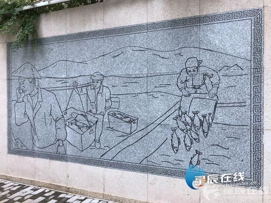 芙蓉区荷花园街道荷晏社区的浮雕墙上,展示了10个与鱼有关的故事,让居民在散步时也能学习知识