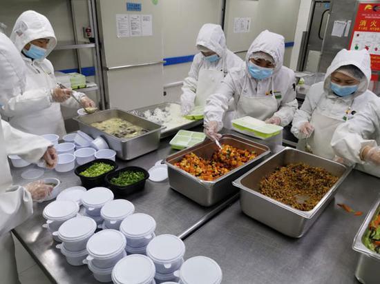 为铁路和航空旅客日均提供近万份健康餐食 凯撒旅业旗下易食控股全力保障配餐服务