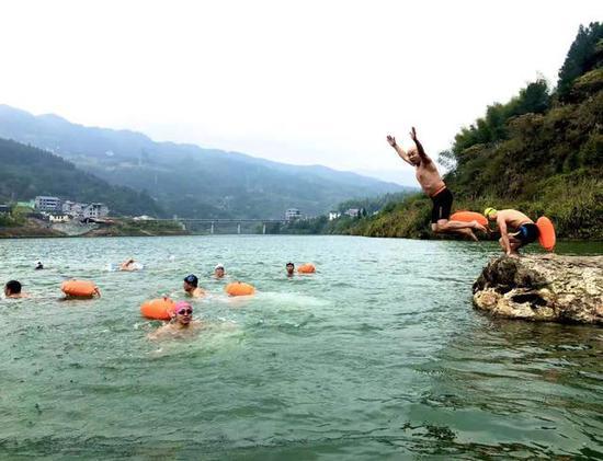 冬泳运动,雪峰山冬季之旅新业态