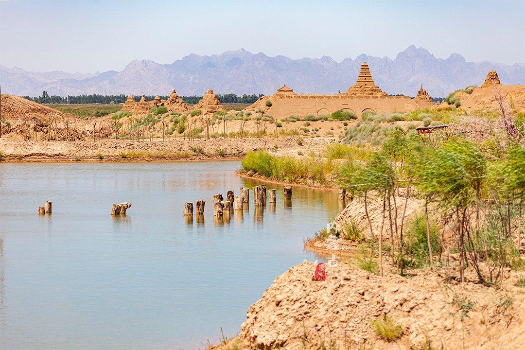 西北大漠中 竟然藏着一处原始形成的处女湖