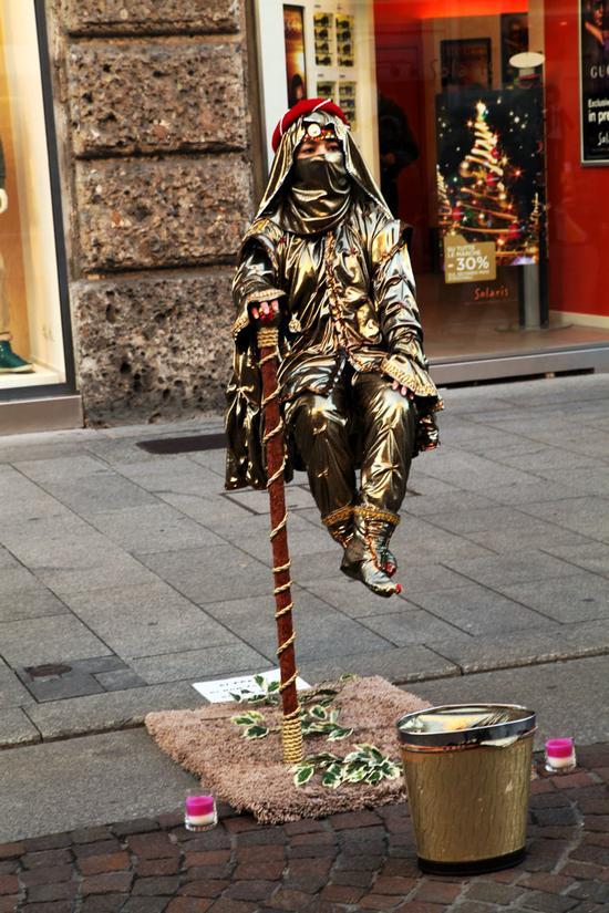 【意大利】米兰街头最有创意的时尚乞讨
