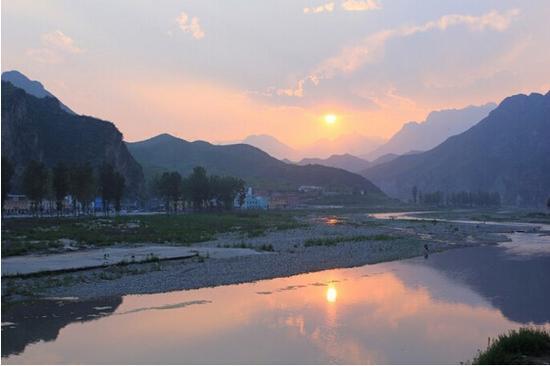 晨光中的百里峡。图片来源于网络