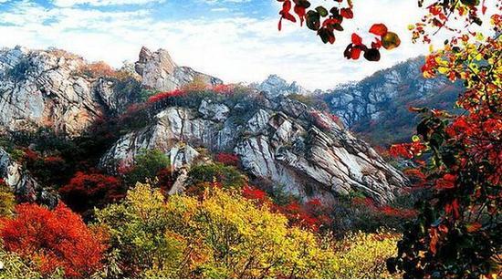 多彩的三皇山。 图片来源于网络