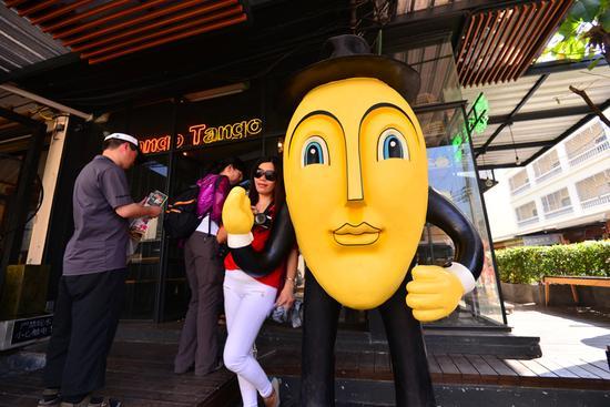 下午我们打算到宁曼路走走,大热门的mango tango,人比较多,需要排队。