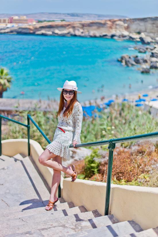 马耳他海湾 在天堂湾的水晶海里玩皮划艇