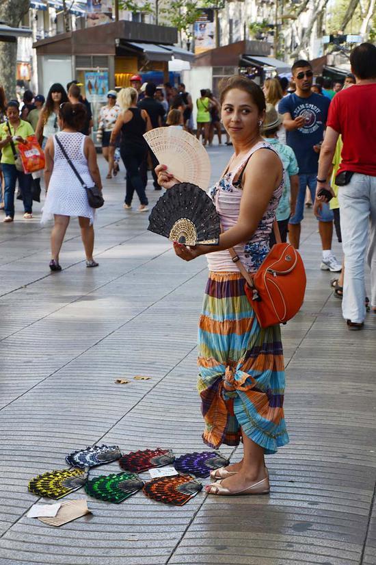 """西班牙·巴塞罗那街头令人爆笑的""""便便""""工艺品"""