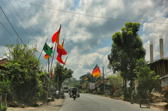 巴厘岛三鞭子遇险记