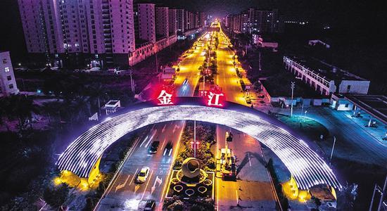 夜色撩人的澄迈县城。