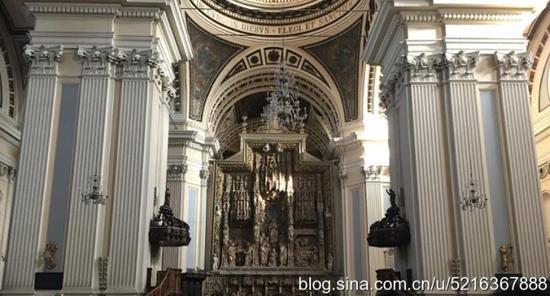 """在西班牙语里将柱子叫做""""皮拉尔"""",这也就是教堂名字的由来."""