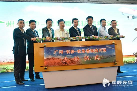 (广州-长沙-吐鲁番航线是吐鲁番交河机场继吐鲁番-哈密-北京、乌鲁木齐-吐鲁番-上海航线之后的第三条定期航线。)