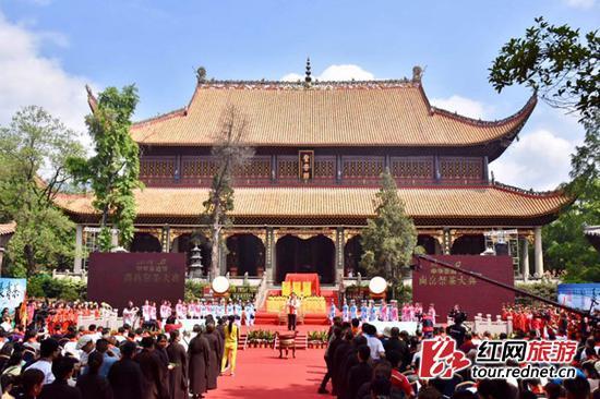 2017中华茶祖节·南岳祭茶大典在南岳大庙举行。
