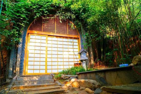 汤屋是日式风格为主,每个汤屋都有单独的露天温泉池,可以反复放水泡,完全不需要去大池子里人挤人。