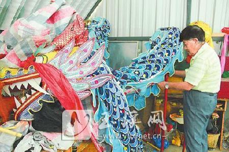 杨文周告诉记者,澄江解放以前耍的都是这种青龙。
