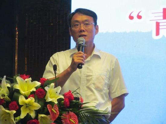 焦作市旅游局局长金贵斌主持会议