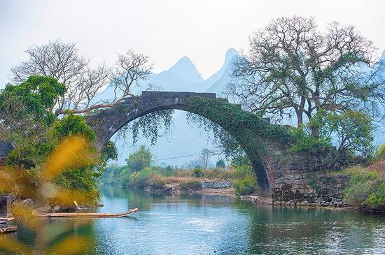 阳朔遇龙河 邂逅广西最美古桥