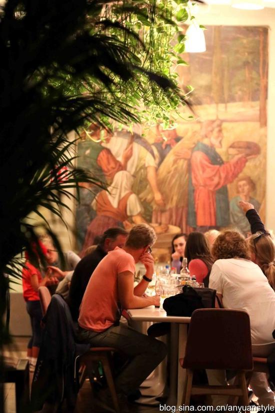 爱尔兰都柏林 小酒馆的美女招待员