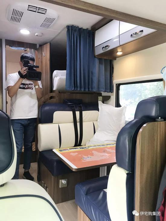 阿尔山市广播电视台拍摄房车内部