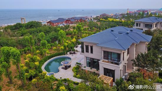 北戴河 正文    渔岛度假区除了诗意的海边小木屋,豪华的温泉酒店