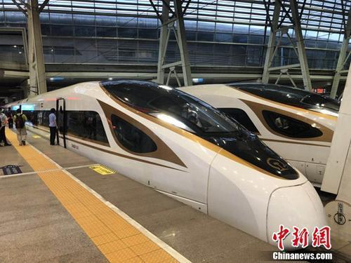 复兴号动车组在京津城际铁路按照时速350时速达速运行。冷昊阳 摄