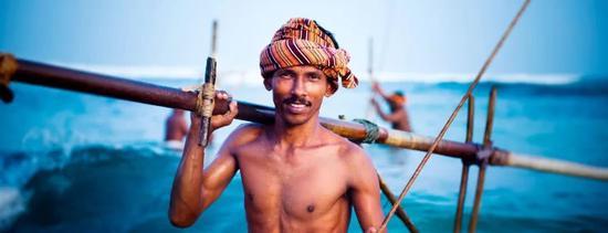 斯里兰卡摆拍第一演员的真相:收小费的高跷渔夫到底还有真的吗?