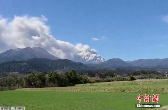日本新燃岳火山喷发 邻近机场逾70趟航班取消
