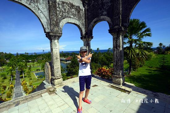 恋恋巴厘岛 40米高悬崖上俯瞰蔚蓝印度洋