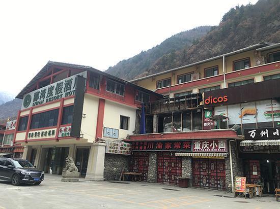 3月7日,景区附近的一些餐饮店仍处于停业状态。