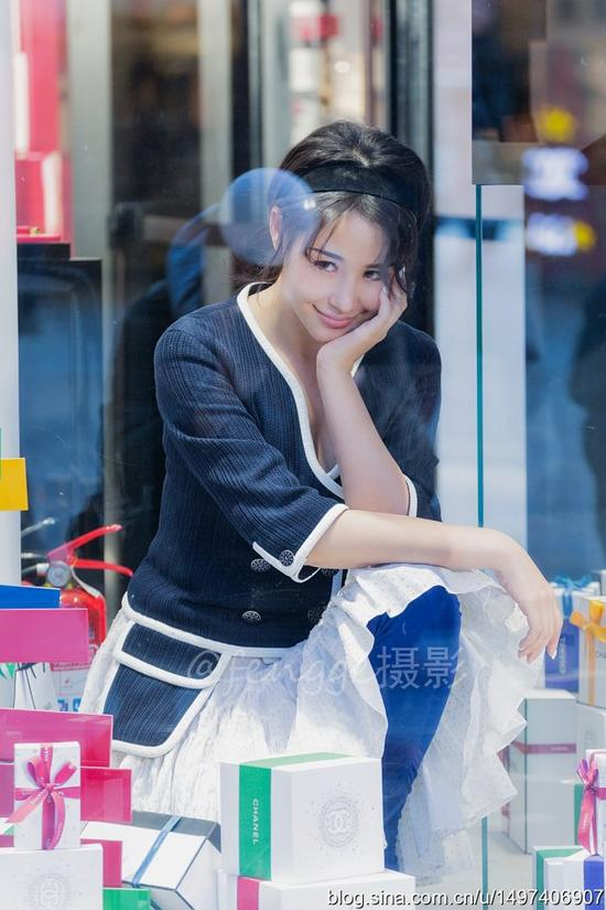 北京三里屯 偶遇网红妹子拍写真