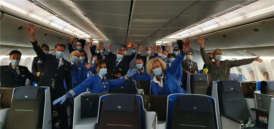 荷兰皇家航空首个客运航班今晨从北京首都机场顺利起飞